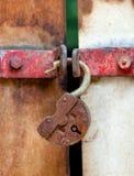 rostig padlock Royaltyfria Bilder