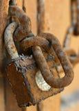 rostig padlock royaltyfri foto
