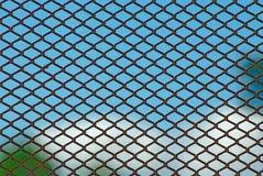 rostig sky för blått staket Fotografering för Bildbyråer