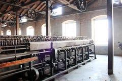Den Retro fabriken bearbetar med maskin Fotografering för Bildbyråer
