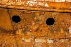 Rostig vägg av ett övergett skepp Arkivfoton