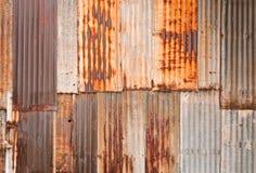 rostig vägg för korrugerad metall Arkivbild