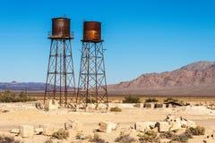 Rostig vattenbehållare i den Death Valley föreningspunkten, Death Valley nationalpark, Kalifornien Royaltyfri Fotografi