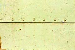 Rostig yttersida för metallplatta med nitar Fotografering för Bildbyråer