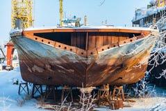 Rostiga övergav flodskepp Arkivfoto