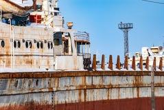 Rostiga övergav flodskepp Fotografering för Bildbyråer