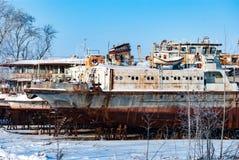 Rostiga övergav flodskepp Arkivbilder