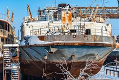 Rostiga övergav flodskepp Royaltyfria Bilder