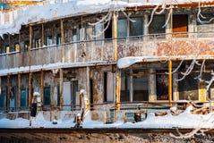 Rostiga övergav flodskepp Royaltyfri Fotografi