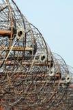 Rostiga antenner av ett gammalt övergett radioteleskop Royaltyfria Foton