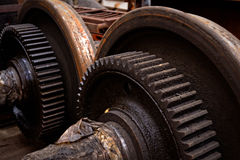 Rostiga industriella maskindelar arkivfoton