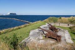 Rostiga kanoner på det Trekroner fortet Royaltyfri Bild