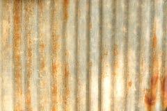 Rostiga korrugerade belägger med metall texturerar Royaltyfri Foto