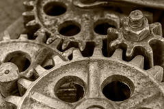 Rostiga kugghjul av den gamla industriella mekanismen, closeup Royaltyfri Foto