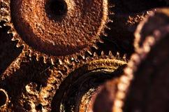 Rostiga kugghjul från gammal mekanism Royaltyfri Foto