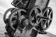 Rostiga kugghjul och vinschmekanismfort Alexander Royaltyfri Fotografi