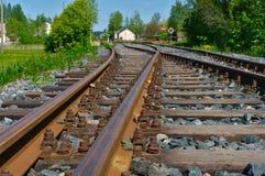 rostiga spår för gammal järnväg Vit bakgrund royaltyfri fotografi