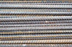 Rostiga stålstänger. Arkivbild