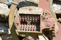 Rostige alte Bauernhofmaschinerie Stockfoto