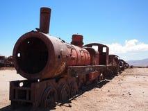 Rostige alte Dampflokomotive und -serie in der Wüste Lizenzfreie Stockfotos