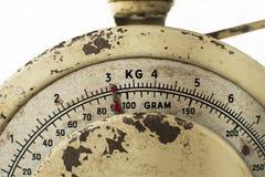 Rostige alte Küchenskala in der Nahaufnahme Stockfotos