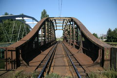 Rostige Eisenbahnbrücke lizenzfreie stockfotos