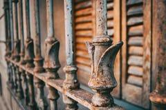 Rostige Eisenstangen stockfotos