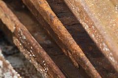 Rostige Eisenstrahlen lizenzfreie stockfotos