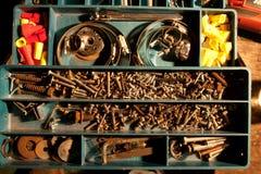 Rostige Hardware im Behälter Lizenzfreie Stockfotos