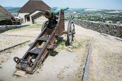 Rostige historische Kanone in Trencin-Schloss, Slowakei Stockfotos
