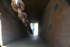 Rostige Ketten eines Brückenhebels Stockbild