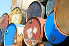 Rostige Kraftstoff- und Chemikalientrommeln lizenzfreie stockfotografie