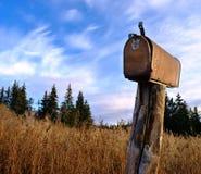 Rostige landwirtschaftliche Mailbox Stockbild