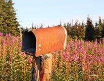 Rostige landwirtschaftliche Mailbox Lizenzfreie Stockfotos