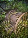 Rostige landwirtschaftliche Maschinen der antiken Weinlese des Roheisens lizenzfreies stockbild