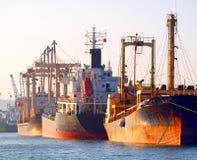 Rostige Lieferungen am Kaohsiung-Hafen Stockfoto