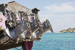 Rostige Motoren des alten verlassenen Bootes Stockfotos