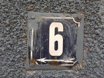 Rostige Platte der Zahl der Straße Stockfoto