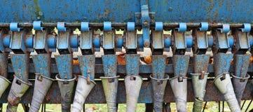 Rostige Rohre und Mechanismen des alten Hintergrundes der landwirtschaftlichen Maschinerie lizenzfreies stockfoto