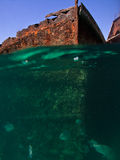 Rostige Schiffswracks sahen Underwater an Lizenzfreies Stockfoto