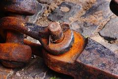 Rostige Stahlfessel lizenzfreie stockbilder