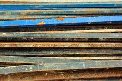 Rostige Stahlrohre mit abblätternder Farbe Lizenzfreie Stockfotos