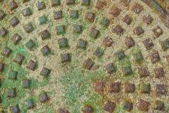 Rostige und oxidierte Mann-Loch-Abdeckung Lizenzfreies Stockfoto