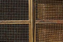 Rostiger Fensterladen stockfotografie