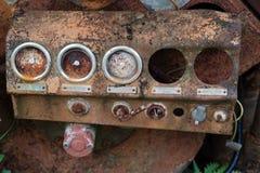 Rostiger Manometerdruck auf Maschine lizenzfreies stockfoto