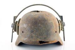 Rostiger schützender Sturzhelm mit Kopfhörern lizenzfreies stockfoto