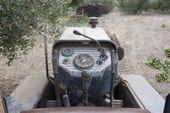 Rostiger Traktor Stockfoto