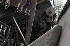 Rostiger und grungy ländlicher technischer Geräthintergrund mit sichtbarem lizenzfreies stockbild