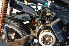 Rostiges altes Retro- Mopedmotorrad Lizenzfreie Stockfotografie