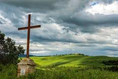 Rostiges Eisenkreuz in Val-d'Orcia Toskana Lizenzfreie Stockfotografie